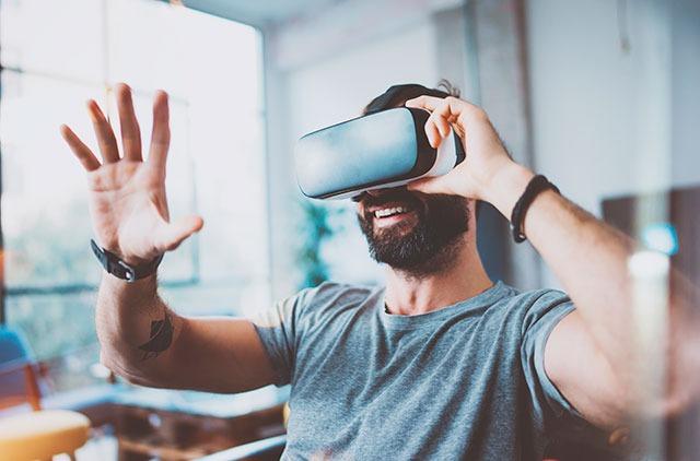 Una experiencia inmersiva sumerge al usuario en un espacio digital